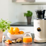Novis-vita-juicer-creme-kitchen