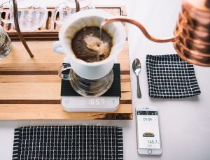 acaia-white-pearl-coffee-scale-insitu